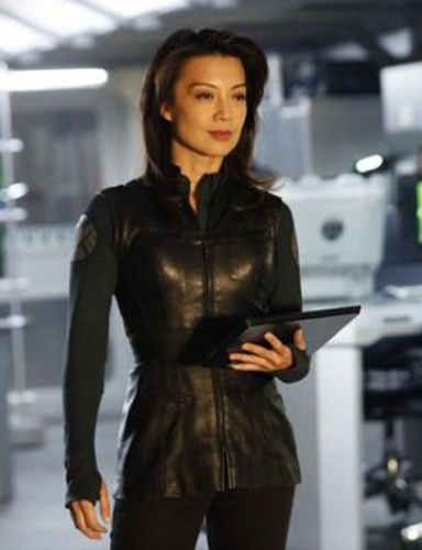 Agent-May-traje