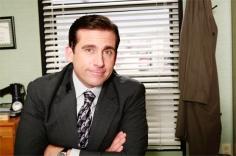 Michael Scott, The Office. Quizá Michael Scott no entraría en tu lista de buenos jefes pero sin duda le has cogido cariño tras todos sus años en The Office. Quiere que todo el mundo sea feliz. Y se le ocurren las ideas más originales para los team buildings. Premios Dunder Mifflin, fiestas/casinos y rapear son algunas de sus ideas, incluso flash mobs lip sync.