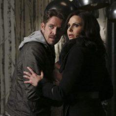 Creemos que es justo decir que la muerte de Robin Hood fue un disparo justo en el corazón. Justo cuando pensábamos que por fin Regina iba a conseguir su final feliz, llega Hades y nos lo estropea…