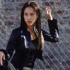 Dark Angel, esa serie donde la trama daba igual porque Jessica Alba no podía salir mejor. Al menos no sin que implosionara la televisión.
