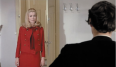 Catherine Deneuve era una ama de casa frustrada que se vuelve hacia la prostitución para encontrar satisfacción, por lo tanto su vestuario está pensado para ser primoroso con un punto de sexualidad latente: faldas lápiz, blusas de seda, stilettos… Yves Saint Laurent fue contratado para diseñar el guardarropa de la actriz en la película de Buñuel y al final acabaron siendo amigos durante toda su vida.