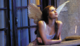 Ah, los noventa. Con sus vestidos minimalistas. Claire Danes llevaba unas alitas blancas de ángel y todos estábamos convencidos de que era el mejor disfraz del mundo, aunque fuera lo menos original . ¿Pero a quién le importaba?