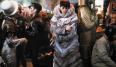 Ya hemos dicho que el futuro nunca es agradable en el cine y Blade Runner no iba a ser una excepción. ¿Qué ponerse en ese futuro? Ridley Scott lo tenía claro: un abrigo de piel y un corte de pelo pompadour. El diseñador fue Charles Knode y dejó que Sean Young se quedara el famoso abrigo después de terminar el rodaje.