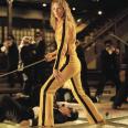 Si te vas a sumergir en una espiral de venganza y sangre mejor hacerlo con estilo. Vale, no es un vestido, pero l combo amarillo y negro de Uma Thurman en esta película es un claro ejemplo de lo que es un traje icónico.