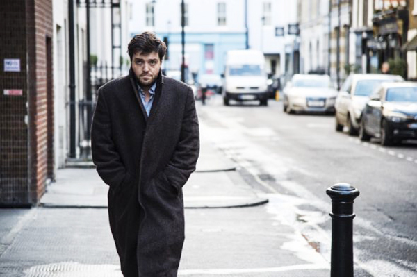 Tom Burke como C.B Strike