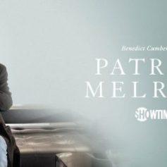 Benedict Cumberbatch es el protagonista de esta serie que adapta la saga de novelas semi autobiográficas de Edward St. Aubyn. El argumento gira en torno a Patrick, que viaja a Nueva York tras la muerte de su padre para tratar de superar sus problemas con el alcohol y las drogas. Problemas que tienen su origen en una infancia traumática bajo el cuidado de una madre alcohólica y un padre excesivamente estricto. Sky la estrena en España el 18 de septiembre.