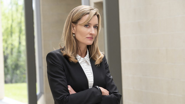 Natascha McElhone en The First