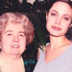 Maria Snoeys-Lagler con Angelina Jolie