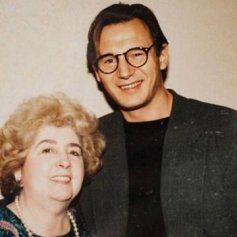 Maria Snoeys-Lagler con Liam Neeson