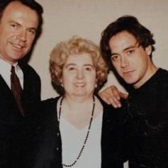 Maria Snoeys-Lagler con Sam Neill y Robert Downey Jr.